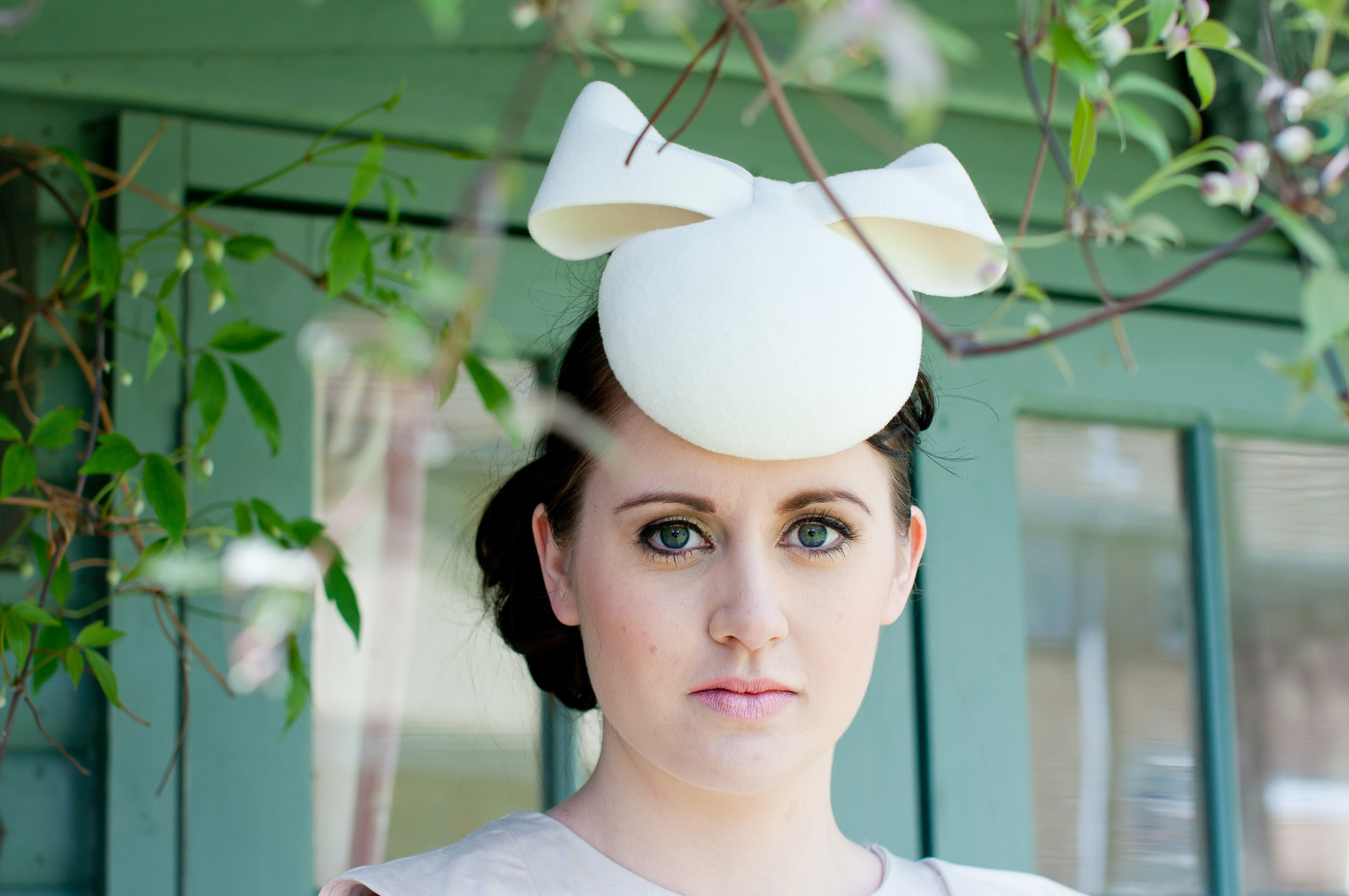 Can You Wear Cream To A Wedding: How To Wear A Fascinator – Part 1